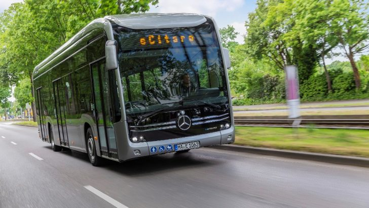 """Mercedes-Benz, """"Bilim ve Teknoloji Haftası""""nıAR-GE çalışmalarıyla kutladı"""