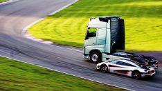 Motorsporlarının ve televizyon dünyasının yıldızı Tiff Needell, Koenigsegg One:1'e Volvo Kamyon'la meydan okuyor
